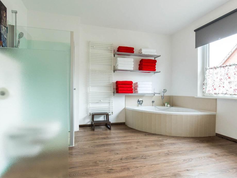 eckbadewanne dusche verschiedene design. Black Bedroom Furniture Sets. Home Design Ideas