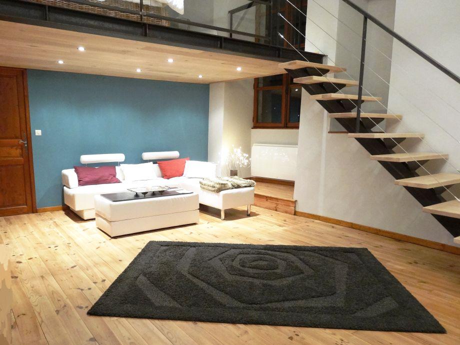 luxus im schloss in den franz sischen alpen is re familie beatrice tschirret. Black Bedroom Furniture Sets. Home Design Ideas