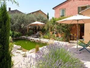 Ferienhaus direkt im Ort Robion mit Garten und Naturpool