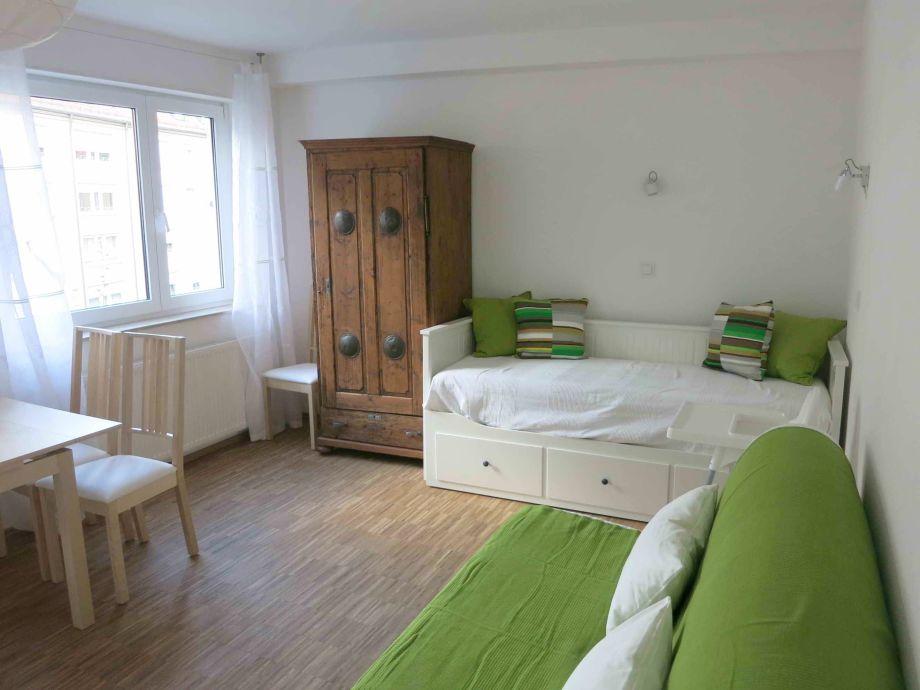 Ferienwohnung schlund 3 n rnberg franken frau karin for Bett ausziehbar doppelbett