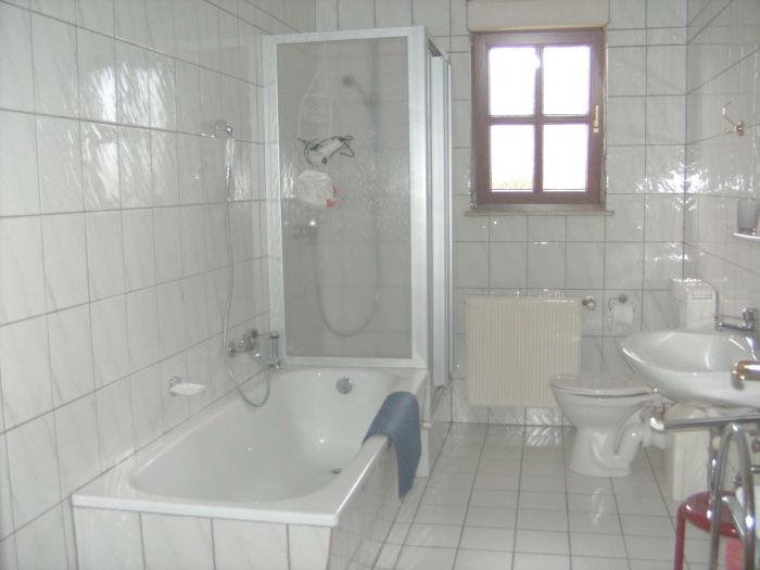 Bad mit dusche und badewanne 6m2 das beste aus for Wohndesign wels