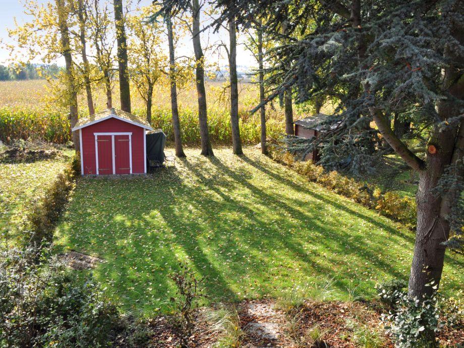 garten im herbst garten pflege im herbst und winter. Black Bedroom Furniture Sets. Home Design Ideas