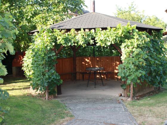 download uberdachter grillplatz im garten | lawcyber, Garten und Bauten