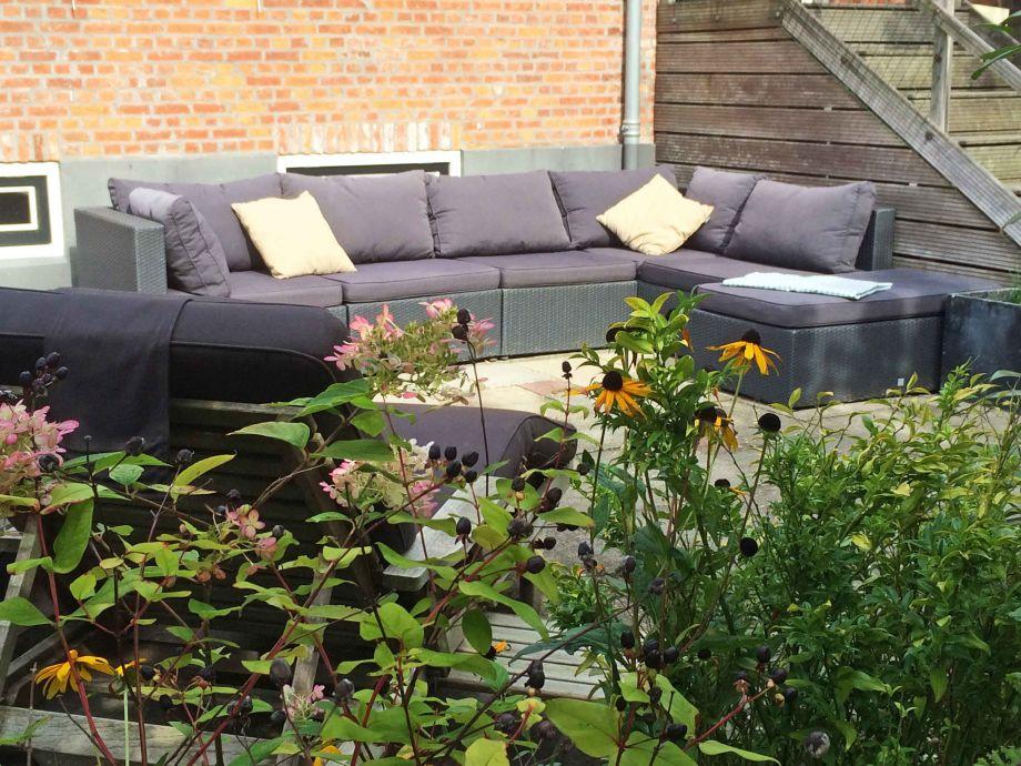 lounge ecke im garten trendy loungeecke with lounge ecke. Black Bedroom Furniture Sets. Home Design Ideas