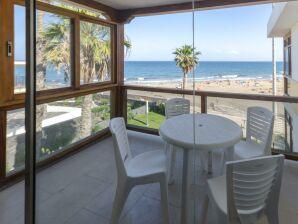 Apartment an der Strandpromenade mit Meerblick