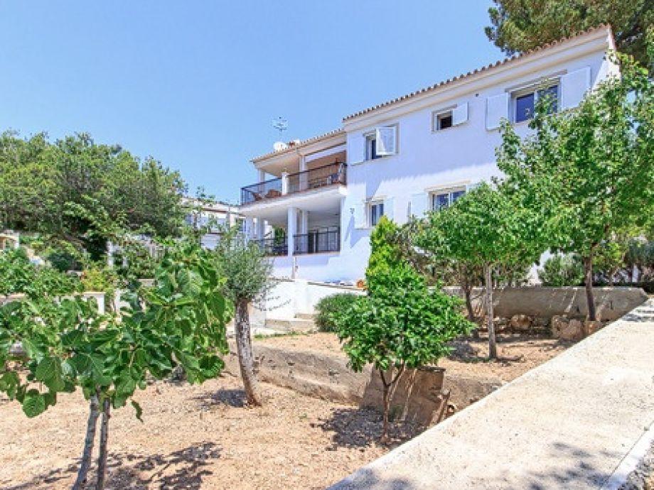 Villa cati mallorca paguera firma porta holiday frau for Angelegter garten