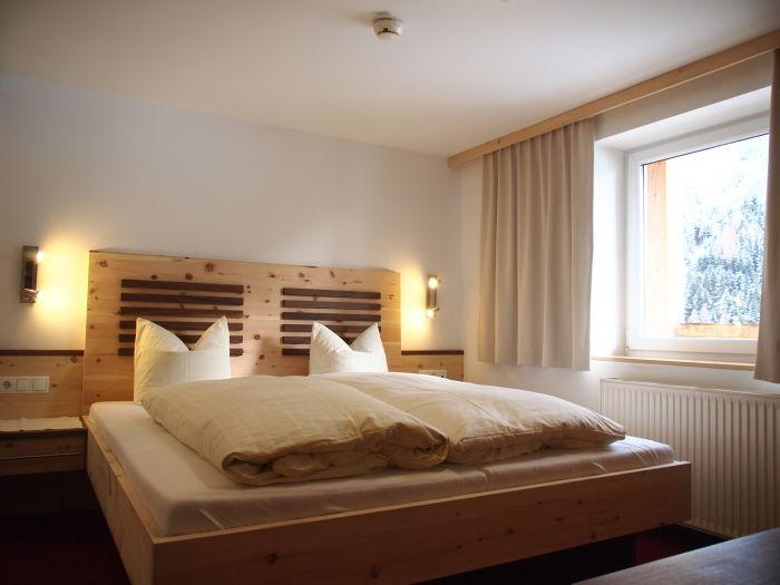 design#5000031: schlafzimmer zirbe modern – schlafzimmer zirbe, Schlafzimmer entwurf