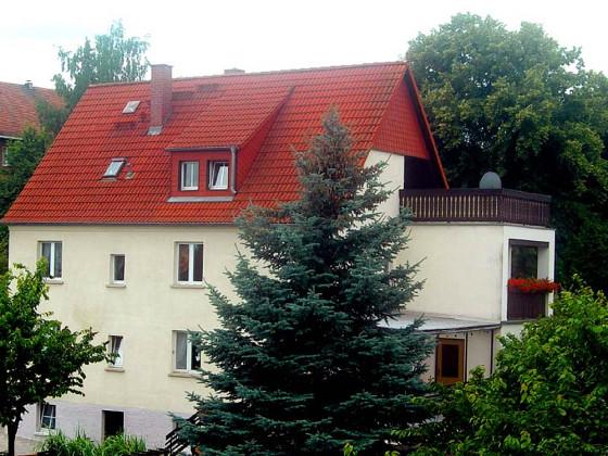 Unser Haus und Ihre Ferienwohnung in der 1. Etage