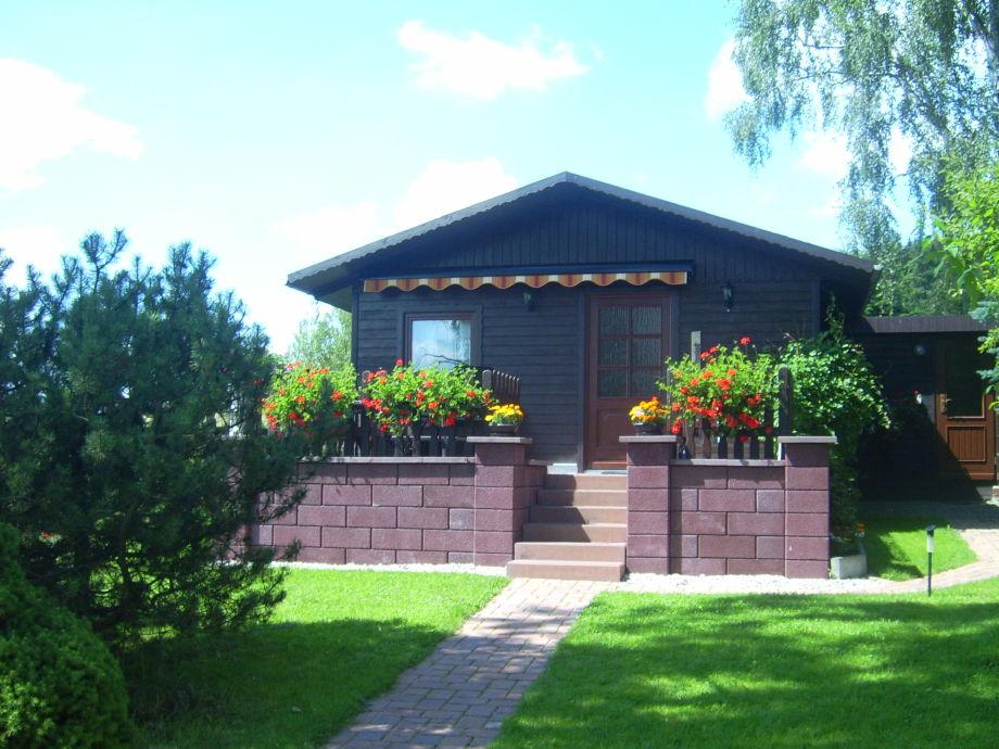Ferienhaus mit Sommerbepflanzung