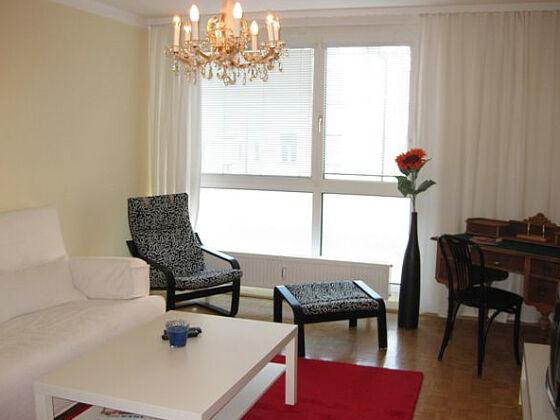 Wohnzimmer mit Doppel- Schlafcouch