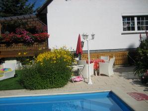 Ferienwohnung Knobloch mit Swimmingpool