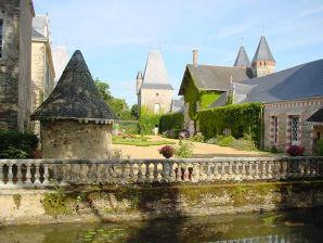 """""""Francoise de Foix"""" im Château de Launay"""