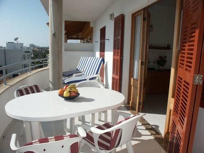 Balkon mit u.a. 2 Sonnenliegen
