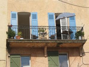 Ferienwohnung mit großem Balkon in einem Maison Village