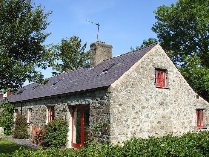 Castell Mawr Hill-Top Longhouse - Ferienhaus