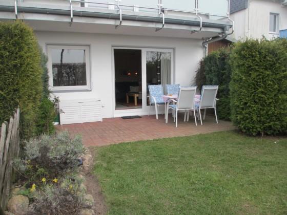 Der kleine Garten mit Terrasse