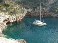 - crewed charters on a comfortable sailingyacht
