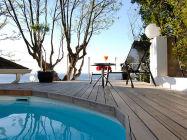 121 Ocean View Drive Studio