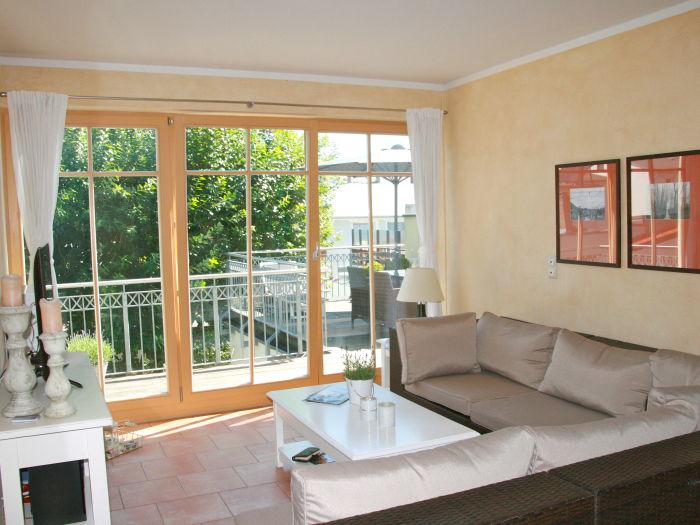 Wohnzimmer mit großer Sitzecke