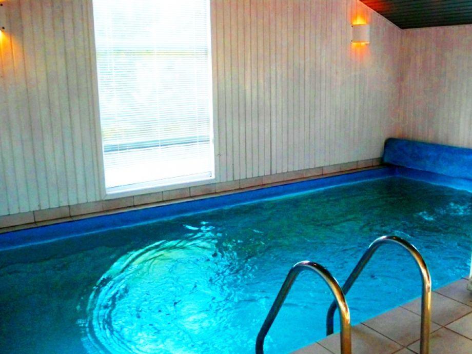 ferienhaus mit pool und sauna in ruhiger lage n rdl. Black Bedroom Furniture Sets. Home Design Ideas