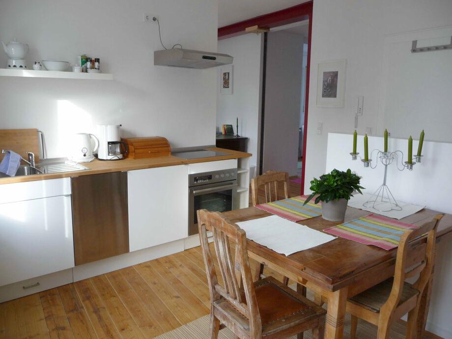Wohnliche Küche mit Essbereich