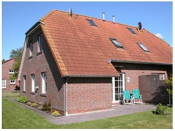 Blick auf das Haus und die Terrasse