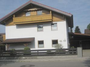 Schloss und Bergblick