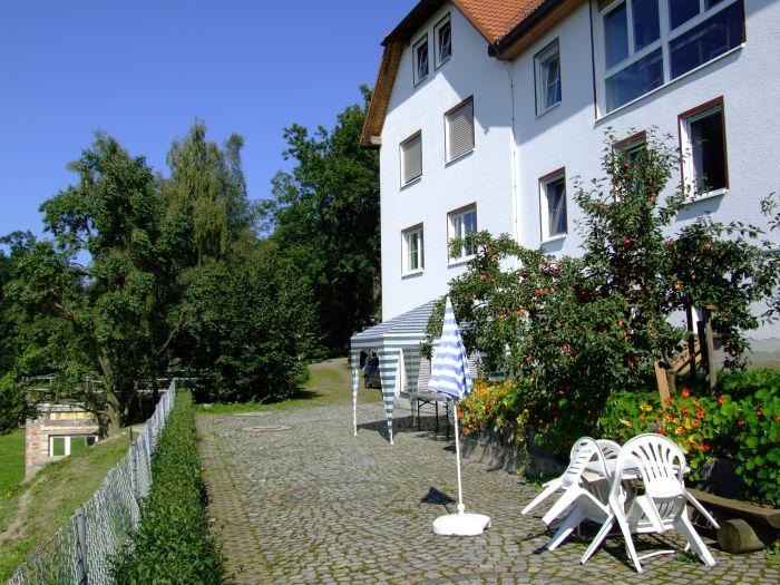 """Außenaufnahme """"Hübelhaus"""" bei Plothen, im Land der 1000 Teiche."""