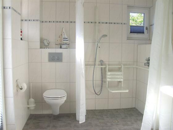 Aufputz Armatur Dusche Abstand : Ebenerdige Dusche Mit Sitzbank : Badezimmer mit ebenerdiger Dusche