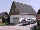 Ansicht Ferienwohnung mit Garage
