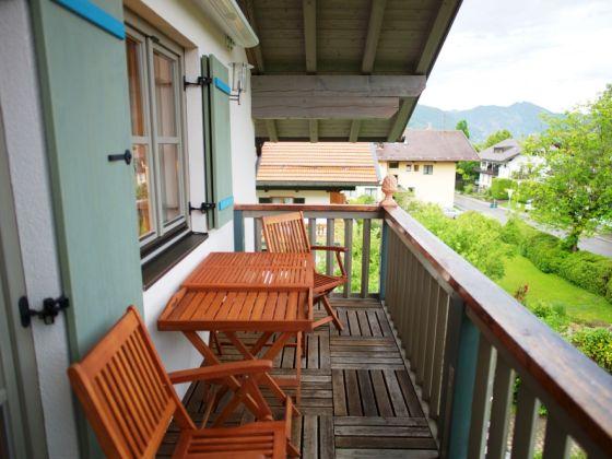 Markise Balkon Mit Tapeten Landhausstil Flur Ferienwohnung Quotambiente Janinequot Tegernsee Frau Helga Brys