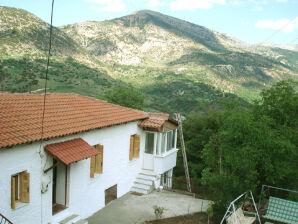 Ferienhaus im Chelmos National Park nahe Bergsee