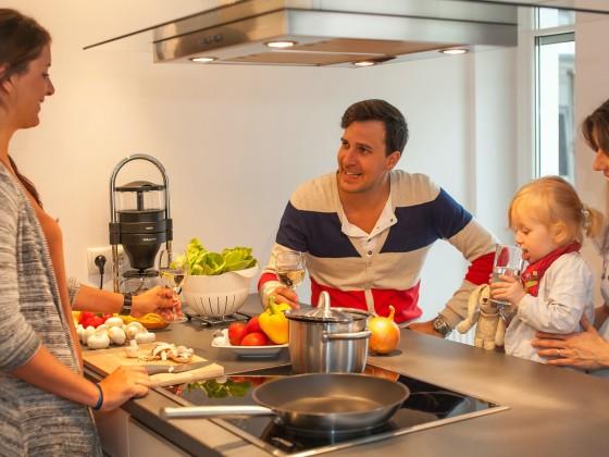 Grosse kuche mit kochinsel das zentrum der modernen for Elektrogrill gro e grillfl che