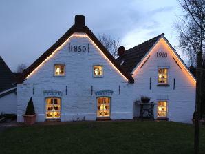 """Ferienhaus """"Huus an't Diek"""" von 1910 - direkt am Hafen von Greetsiel"""