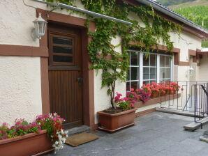 Ferienhaus am Weinberg - Familie Schmidt