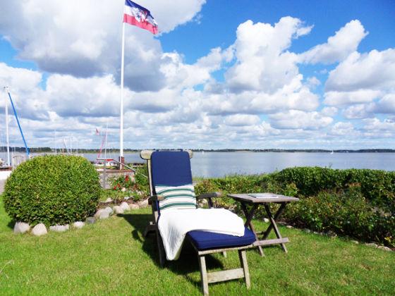 apartment yachthafen auf wassergrundst ck an der schlei schlei maasholm firma maritimer. Black Bedroom Furniture Sets. Home Design Ideas