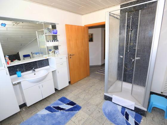 kombination badewanne dusche barrierefrei. Black Bedroom Furniture Sets. Home Design Ideas