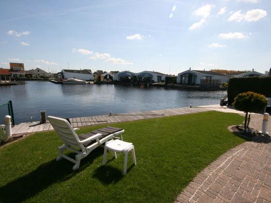 Luxus Bungalow Mit 10 Meter Bootssteg Ijsselmeer Lemmer