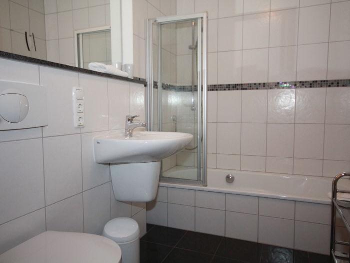 dusche und badewanne kombi das beste aus wohndesign und. Black Bedroom Furniture Sets. Home Design Ideas