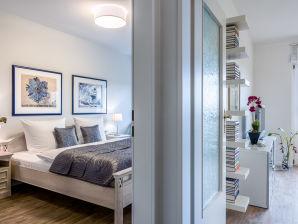 Moderne 2-Zi-Ferienwohnung m. Balkon u. Blick zum Dorfteich