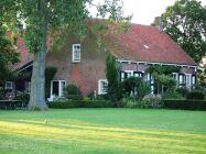 Luxuriöses Ferienhaus mit grossem Garten ZE133