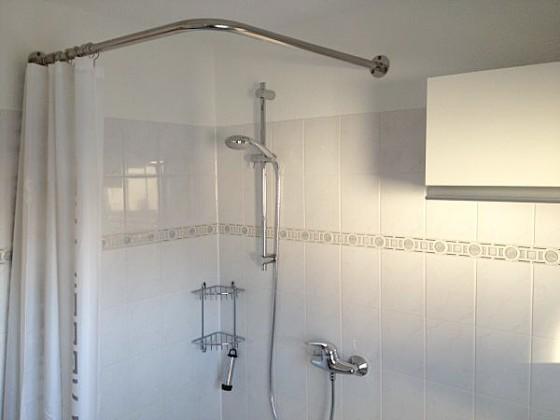 barrierefreie dusche vorhang verschiedene. Black Bedroom Furniture Sets. Home Design Ideas