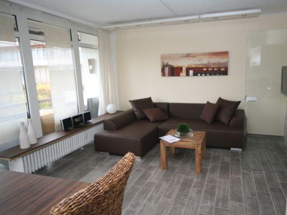 Pin Modernes Wohnzimmer Mit Einem Eleganten Elektrokamin ...