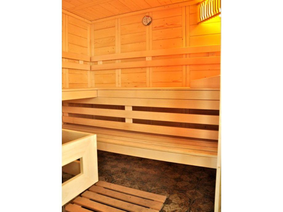 ferienwohnung wohlf hlen mit seesicht schwimmbad sauna fahrstuhl. Black Bedroom Furniture Sets. Home Design Ideas