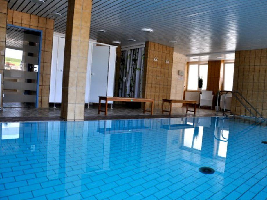 ferienwohnung wohlf hlen mit seesicht schwimmbad sauna. Black Bedroom Furniture Sets. Home Design Ideas