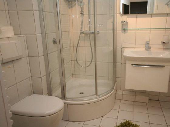 Barrierefreie Dusche Vorhang : Ferienwohnung Kaiserhof App. 213, Gr?mitz, L?becker Bucht – Firma