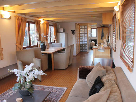 61030 on Amsterdam Rentals Houseboat Boat