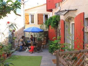 Ferienhaus Maison Village mit Garten