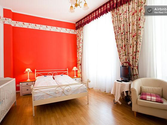 ferienwohnung butterfly berlin alter historischer. Black Bedroom Furniture Sets. Home Design Ideas