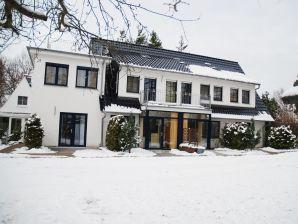 4-Sterne Ferienwohnung rot für Verliebte - Familie Weltmann in Binz